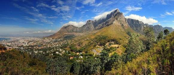 AHK, GTAI und DERA stellen Rohstoffstudie zu Südafrika vor