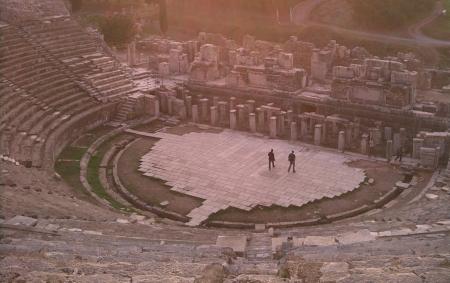 """Artikelbildabbildung: """"Timewatch: Brot und Spiele"""" Ephesus  Copyright: © BBC"""